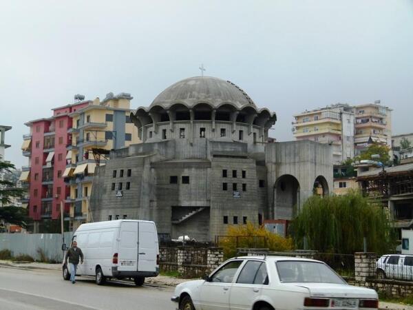 Строящийся христианский храм на окраине Гирокастры