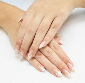 Как делают наращивание ногтей?