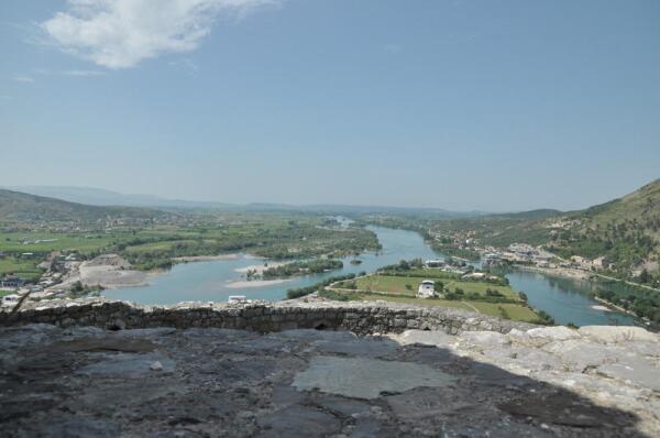 Крепость заложена у места слияния реки Буна с Большим Дрином