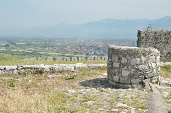 Когда-то эти стены защищали от неприятеля всю северную Албанию