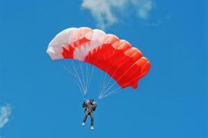 А вам слабо прыгнуть с парашютом?