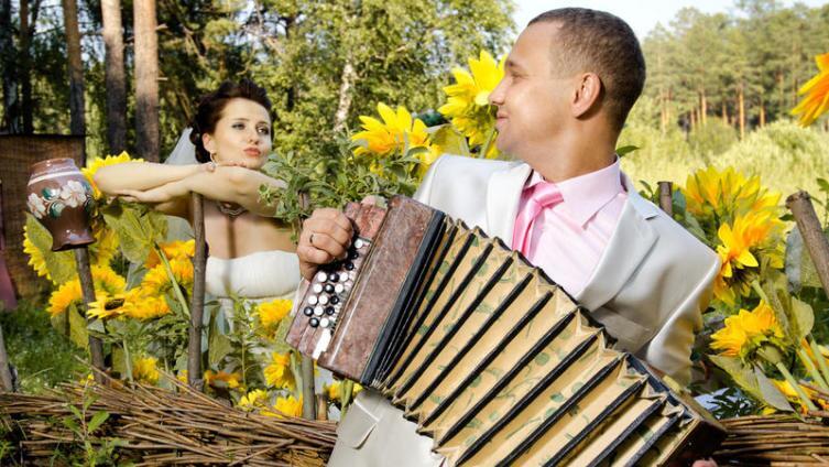 Нужен ли на свадьбе тамада?