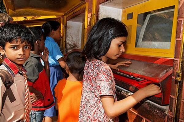Так выглядит компьютерный терминал в индийских трущобах