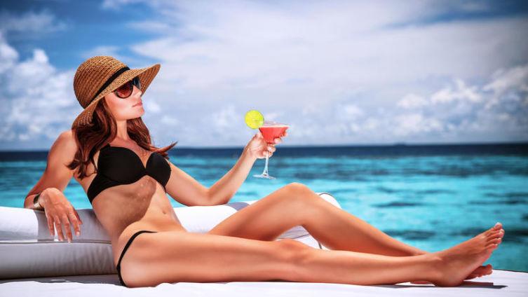С кем женщине поехать в отпуск?