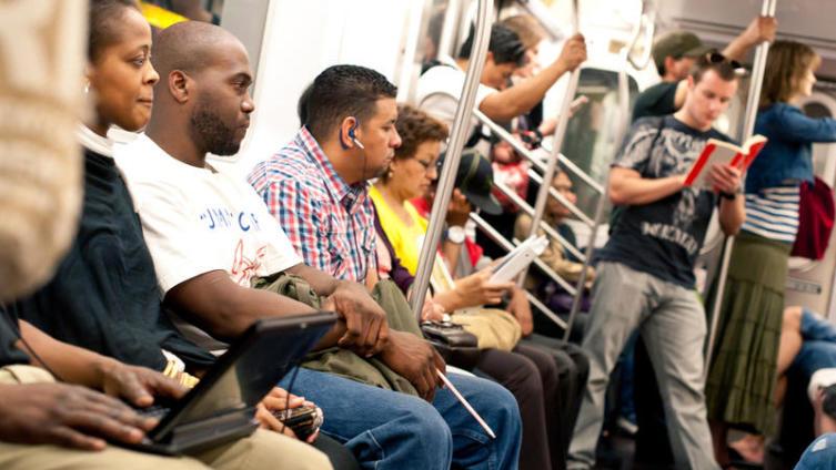 Чем заняться в метро? Интересные упражнения, приносящие пользу.