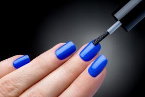 Наращивание ногтей. В чем отличие геля от акрила?