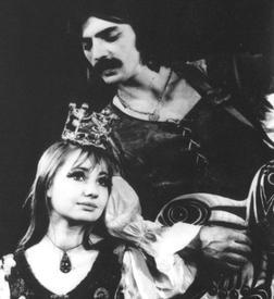 Михаил Боярский (Трубадур) и Лариса Луппиан (Принцесса) в первой постановке спектакля