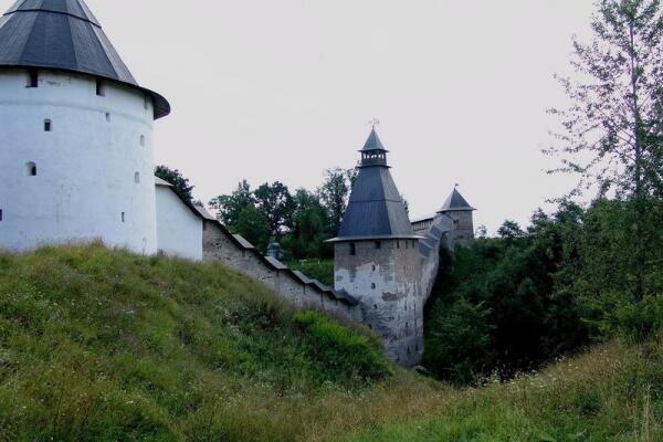 Вид Псково-Печорского монастыря