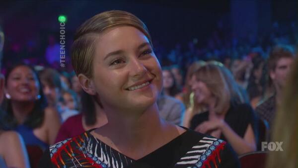 Шейлин Вудли радуется успеху своего партнера по экрану  Энсела Энгольта
