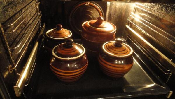 Отправляем горшочки для запекания в духовку