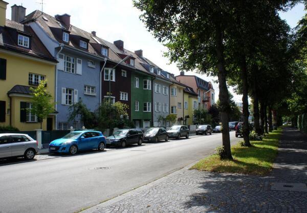 Городская улица - как может выглядеть город без уплотнительной застройки и многоэтажек