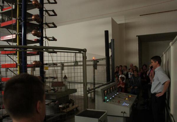 Демонстрация опытов с высоким напряжением в Deutsches Museum