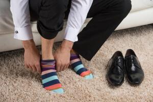 Что с головой выдает мужчину? Его носки