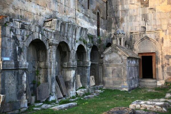 Аркада, хачкары, часовня-склеп Григора Татеваци, церковь Св. Григора Лусаворича
