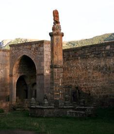Гавазан - качающаяся колонна