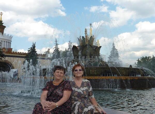 У фонтана «Каменный цветок»