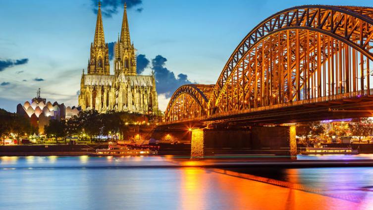 Вид на Кельнский собор и мост Гогенцоллернов, Германия