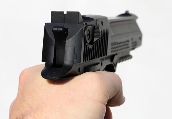 Чем необычен пистолет FN Five-seveN?