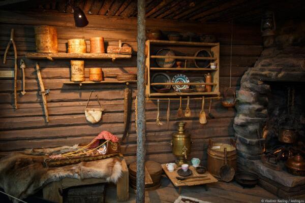 К началу ХХ века многие саамы вместо традиционных жилищ стали использовать русскую избу