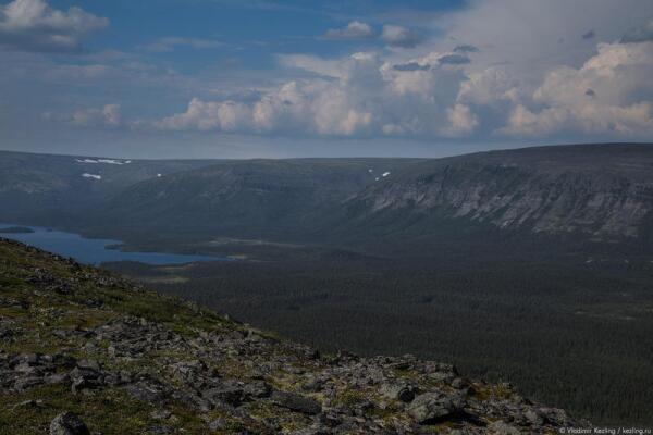 Благодаря особому геологическому строению в Ловозёрских тундрах присутствует отрицательная гравитационная аномалия