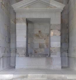 Алтарь святилища, где  стояла статуя бога Митры
