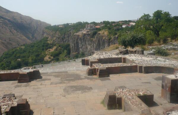 Руины храма Святого Сиона (VII в.) - ротонда, в плане тетраконх