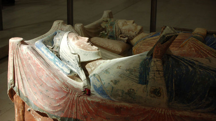 Надгробье Алиеноры Аквитанской и Генриха II в аббатстве Фонтевро