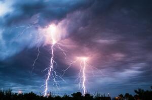 Молния. Живут ли в земной атмосфере эльфы и гномы?