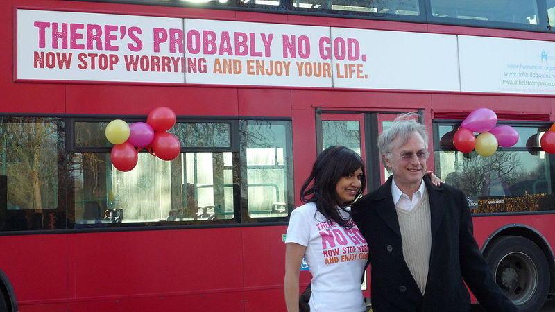 Докинз и Эриан Шерин на открытии Атеистической рекламной кампании на автобусах