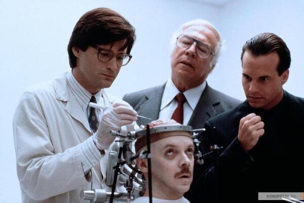 Триллер «Мертвый мозг» (1990). В поисках утраченных кошмаров?