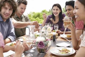 Как определить характер человека по поведению за столом?