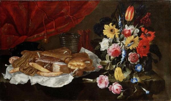 Джузеппе Рекко, Натюрморт с розами, тюльпанами и другими цветами в стеклянной вазе с выпечкой и сладостями на оловянном блюде, 78х131 см, частная коллекция