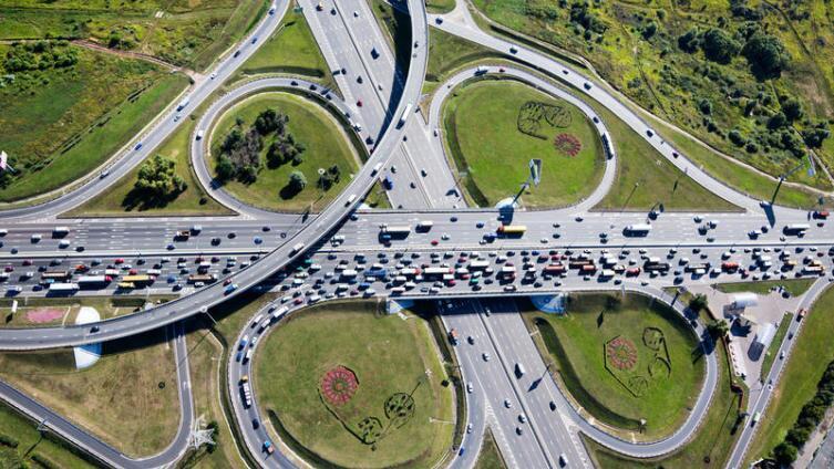 Как проезжать перекрёстки с круговым движением?
