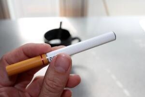 Как себя вести курильщику, или Что сегодня актуально из старых правил поведения?