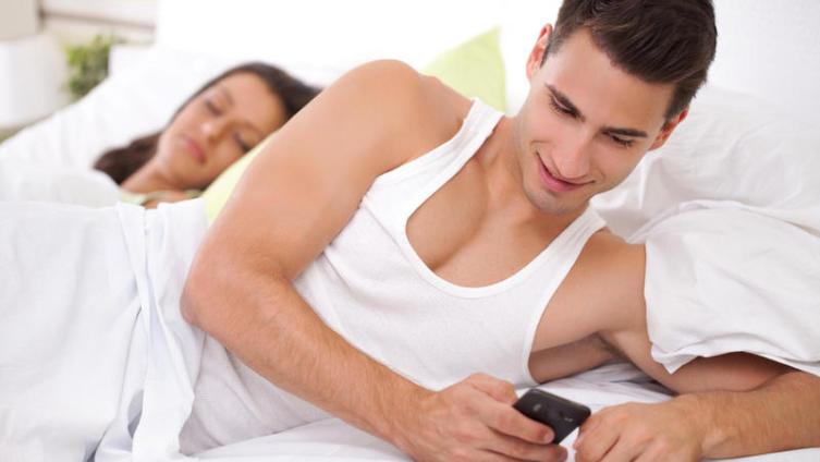 Зачем человеку два телефона?