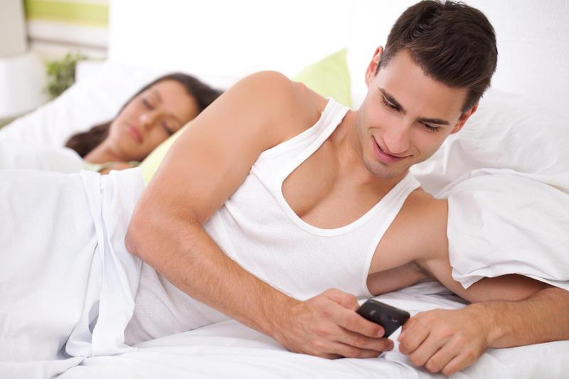 Изменяет парню разговаривая с ним по телефону онлайн фото 89-983