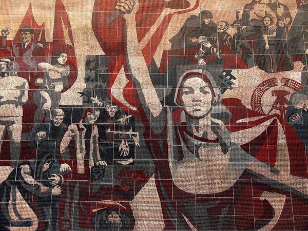 Мозаика на стене Дворца культуры