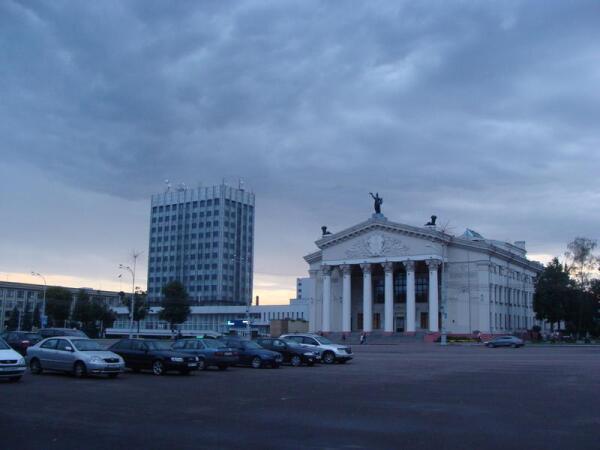 Гомельский драмтеатр на площади Ленина