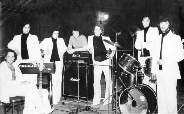 Группа Стаса Намина. 1980г.: А. Слизунов, А. Фёдоров, И. Саруханов, С. Намин, В. Живетьев, М. Файнзильберг, В. Васильев.
