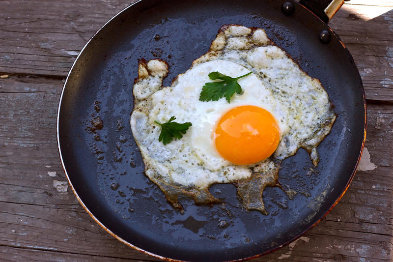 как приготовить яичницу быстро и для больш компан