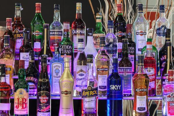 Где и когда спиртное заменяло деньги?
