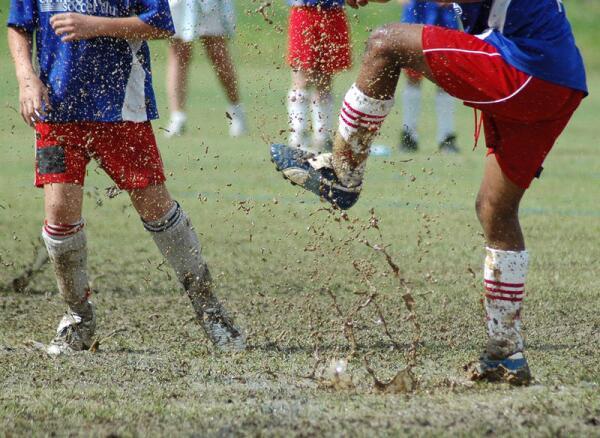 Что такое болотный футбол?