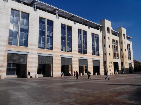 Иерусалимский муниципалитет находится по соседству с Русским подворьем