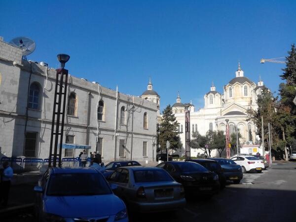Святотроицкий собор находится в центре Русского подворья