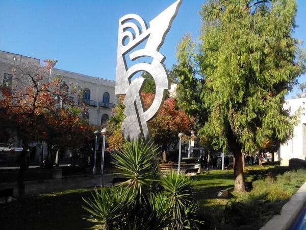 Современная израильская скульптура абстрактна. Угадай— кто?