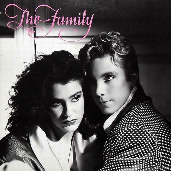 Первой «Nothing Compares 2 U» записала группа THE FAMILY.