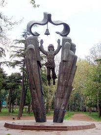Памятник родному языку в Тбилиси