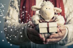 С Новым годом, или Как синяя Овца в гости к деревянной Козе ходила?