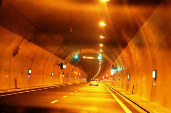Тоннель в горах, разделяющих Албанию и Косово