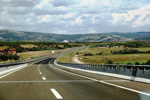 Вот по такому автобану передвигаются по Косову